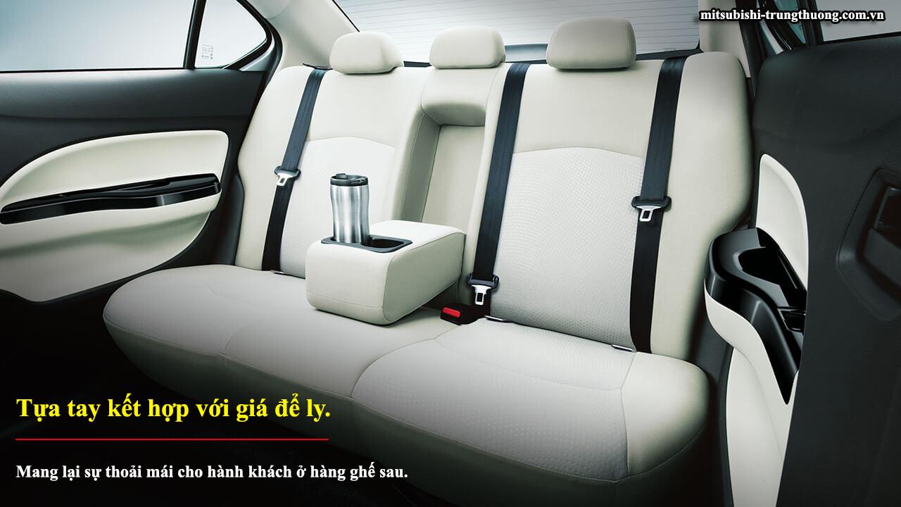 Mitsubishi Attrage số sàn 2017 có tựa tay kết hợp với giá để ly