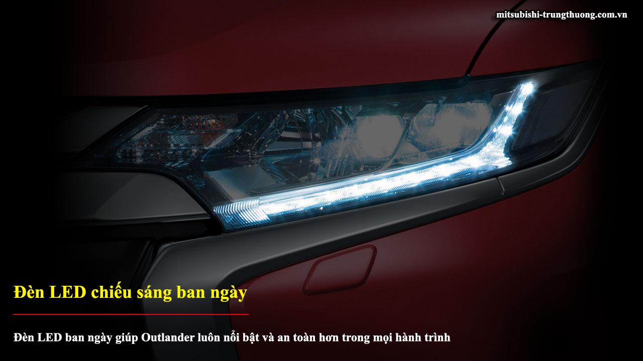 Mitsubishi Outlander 1 cầu 2.0 CVT đèn LED chiếu sáng ban ngày