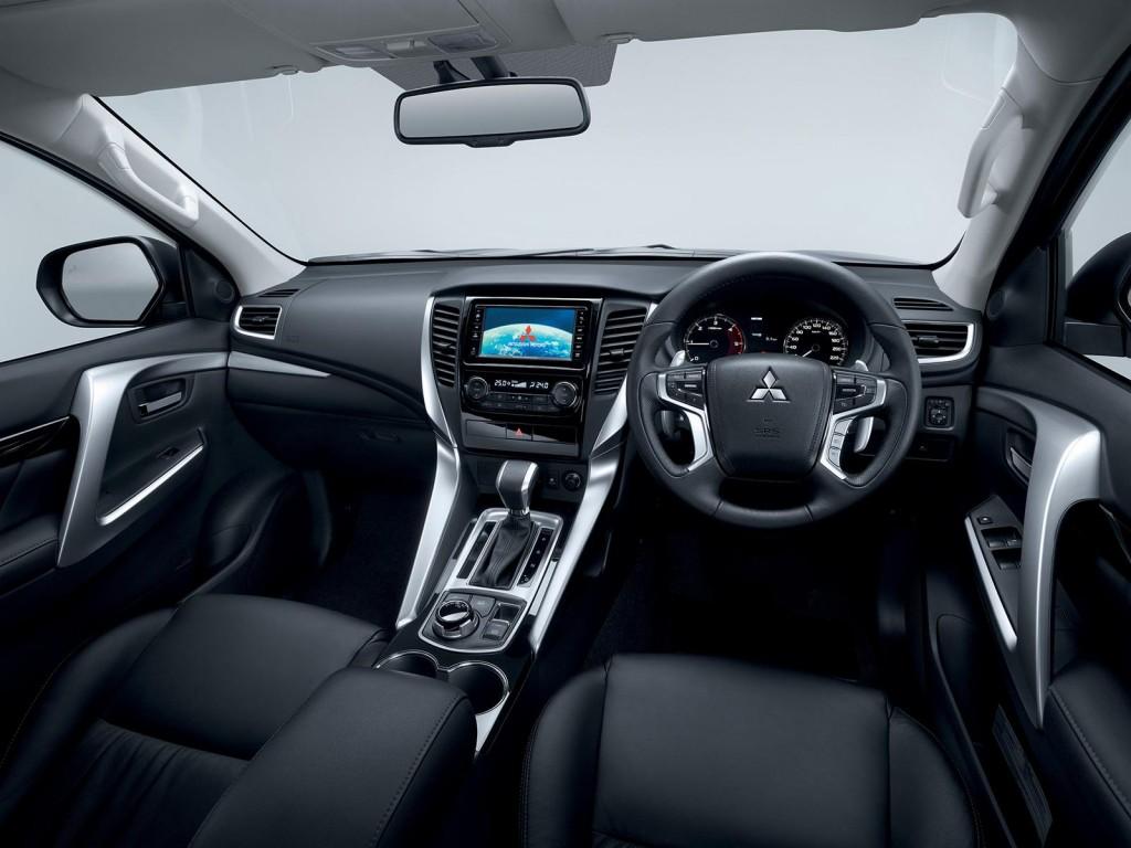 Mitsubishi Pajero Sport nội thất đã được trang bị rất nhiều thiết bị hiện đại