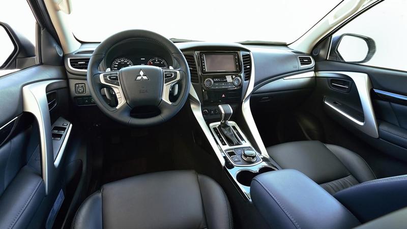 xe mitsubishi pajero sport 2017 nội thất
