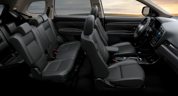 xe Mitsubishi Outlander 5 chỗ nội thất sang trọng