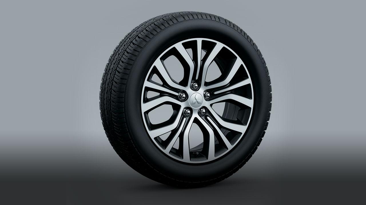 Mitsubishi outlander 2 cầu 7 chỗ 2.4 cvt trang bị mâm bánh đúc 18'' với 2 tông màu