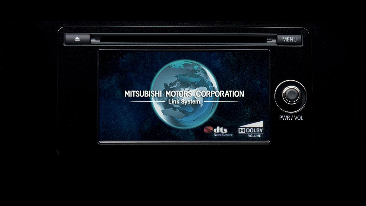 Mitsubishi outlander 2 cầu 7 chỗ 2.4 cvt có đầu đĩa CD và màn hình cảm ứng