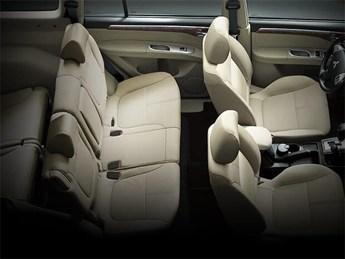 Mitsubishi Pajero Sport máy xăng có nội thất rộng rãi tới 7 chỗ ngồi