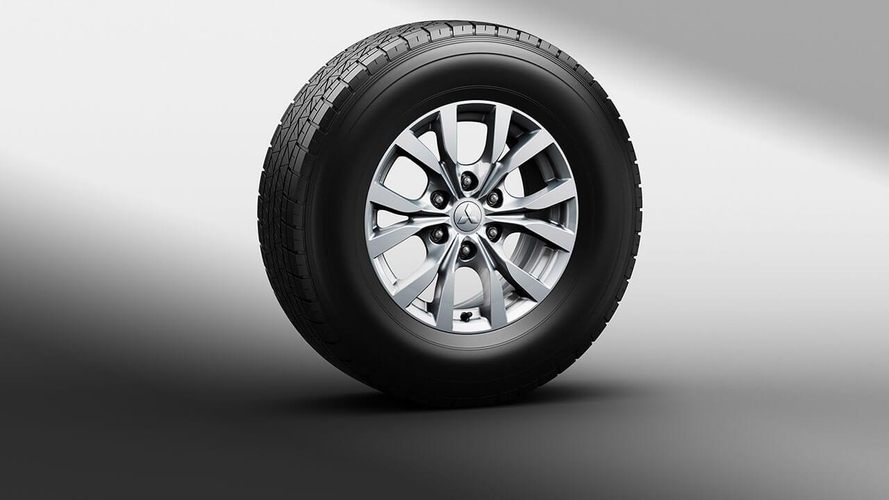 Xe Mitsubishi Pajero Sport máy xăng số tự động trang bị mâm bánh xe hợp kim đa chấu