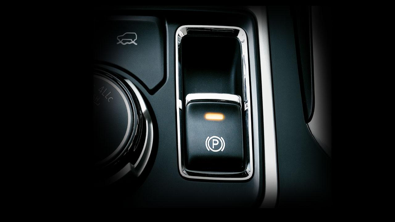 Xe Mitsubishi Pajero Sport máy xăng số tự động trang bị khóa vi sai cầu sau
