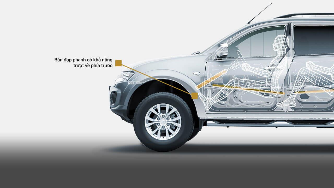 Xe Mitsubishi Pajero Sport máy xăng số tự động trang bị bàn đạp phanh có khả năng trượt về phía trước