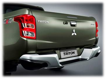 Mitsubishi Triton MIVEC 2 cầu đuôi xe thoai thoải