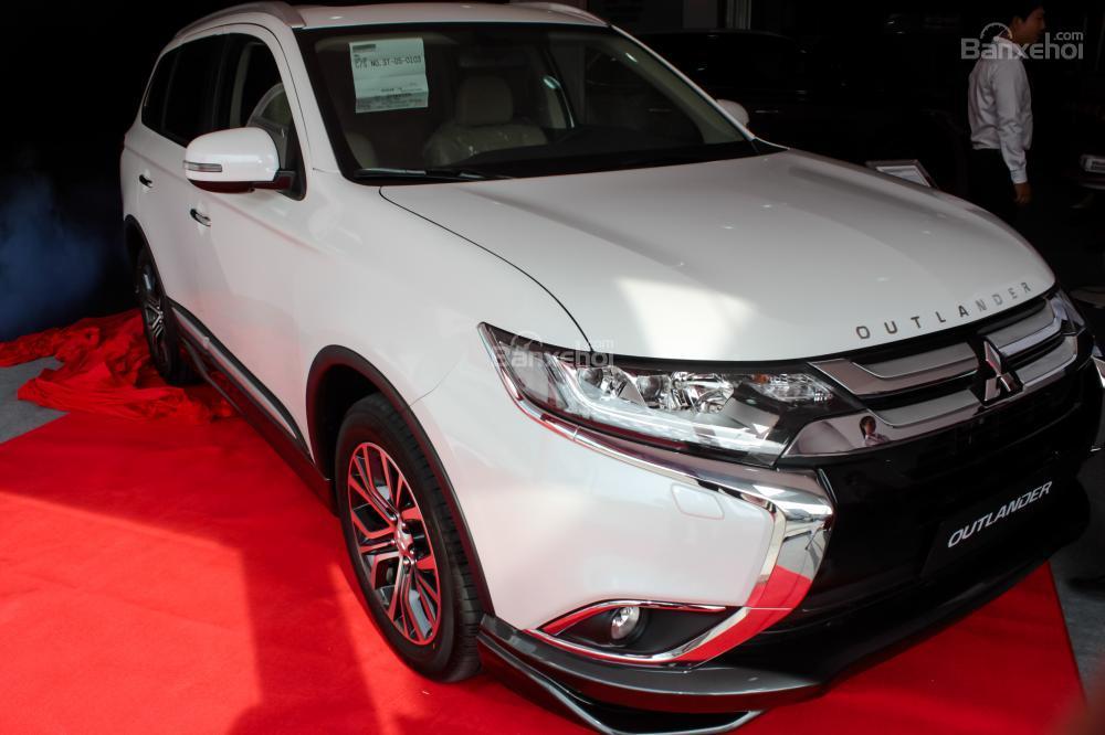 7-chỗ-Mitsubishi-outlander-2017