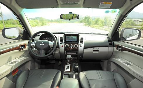 Mitsubishi Pajero Sport 2017 nội thất sang trọng
