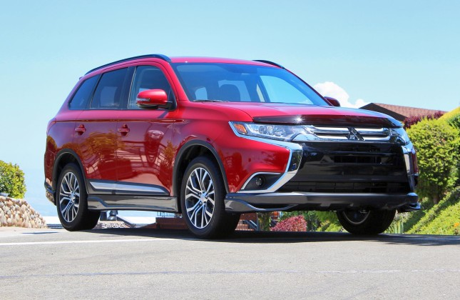 Mitsubishi Outlander Sport co thiet ke man hinh 17in