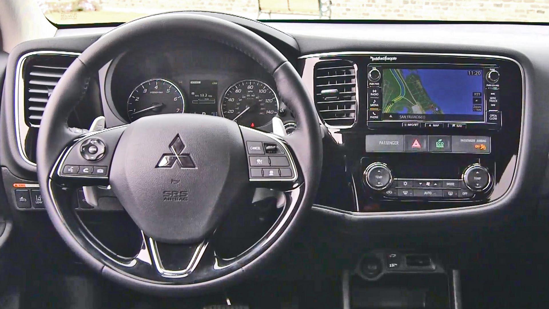 Xe Mitsubishi OutLander 2017 tiện nghi và phong cách