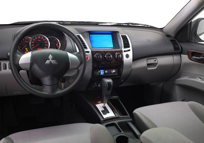 Xe Mitsubishi Pajero Sport 2017 máy dầu số sàn 1 cầu nội thất mới