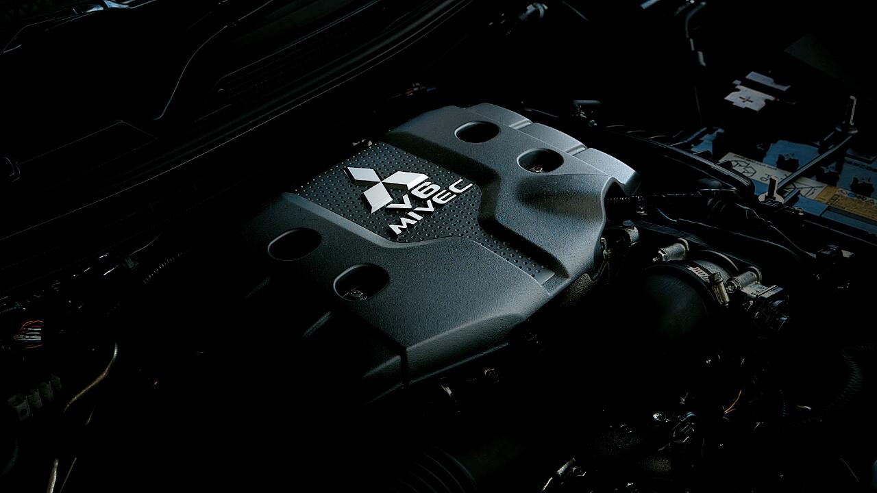 All New Pajero Sport trang bị động cơ V6