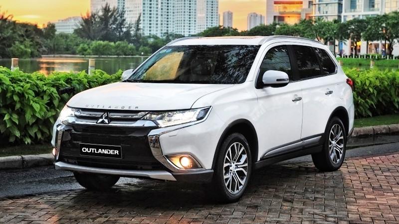 Mitsubishi Outlander 2018 giá