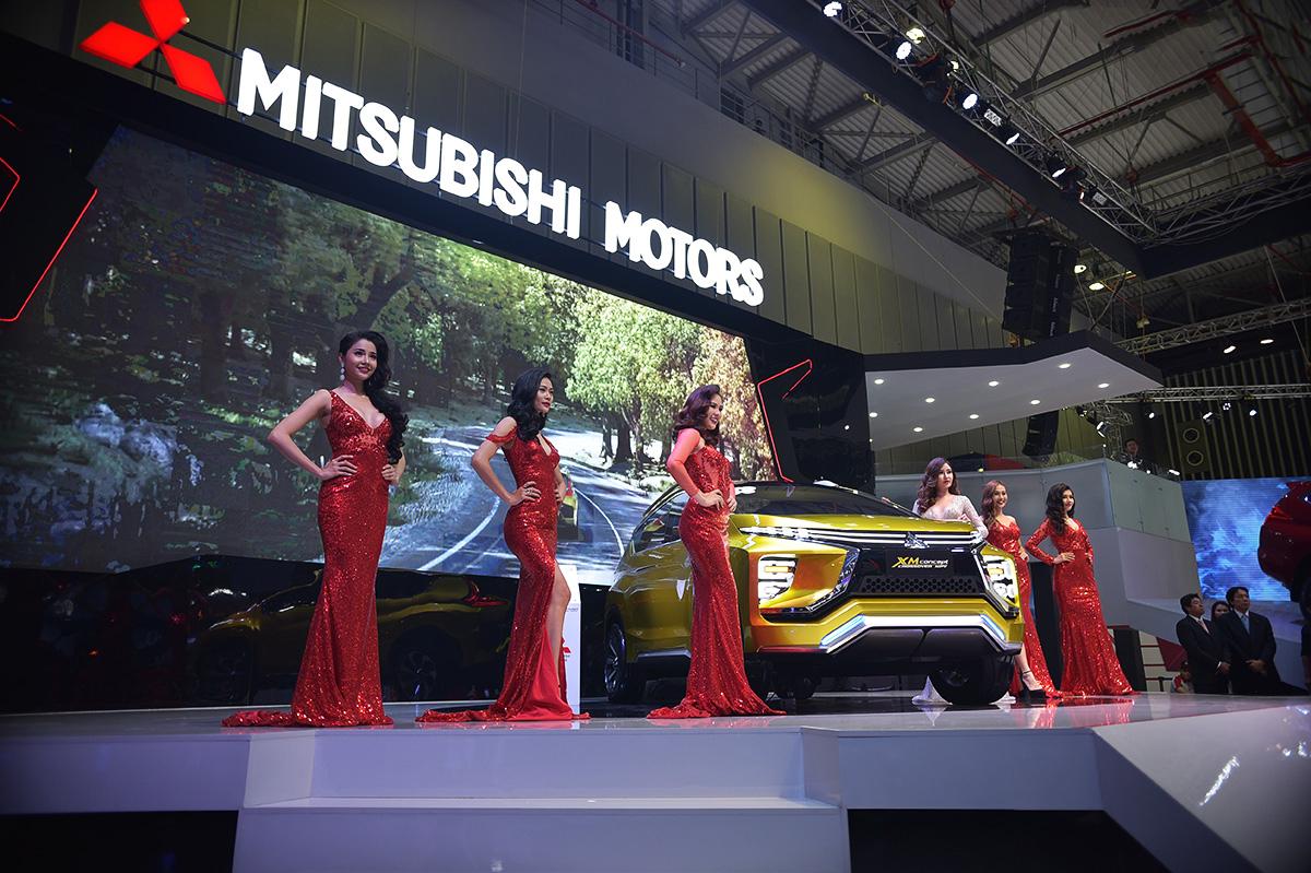 Mitsubishi XM Concept 2017 cùng dàn người đẹp