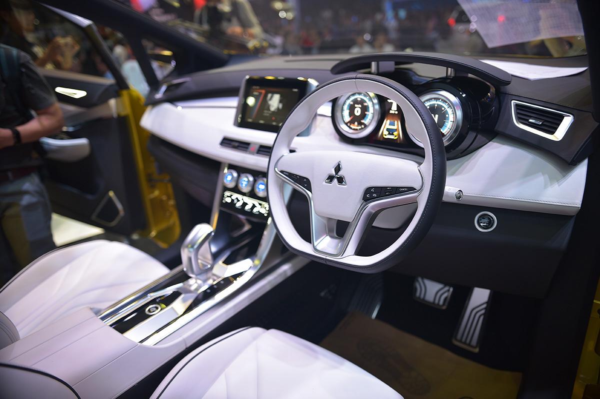 Mitsubishi XM Concept 2017 nội thất tinh tế sang trọng