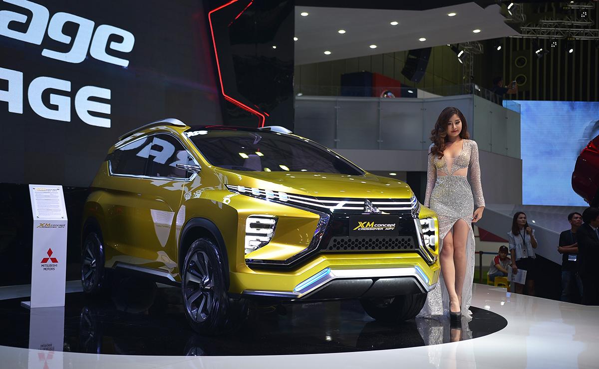 Mitsubishi XM Concept 2017 bên người đẹp
