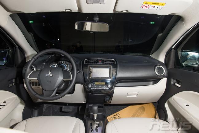 Xe Mitsubishi Attrage số tự động nội thất 5 chỗ