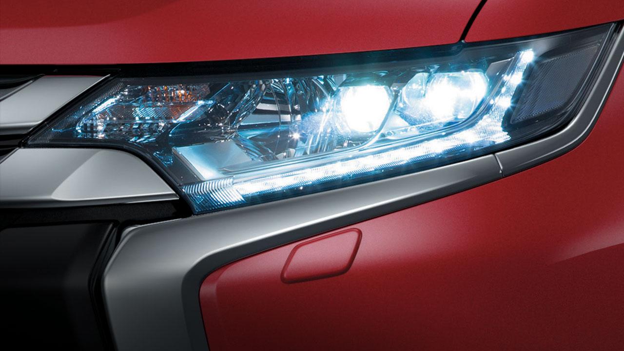 xe mitsubishi outlander 5 có đèn chiếu sáng xa