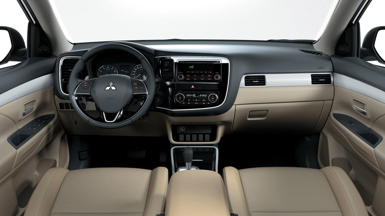 Mitsubishi outlander 2 cầu 7 chỗ 2.4 cvt với vẻ đẹp đến từ nội thất bên trong