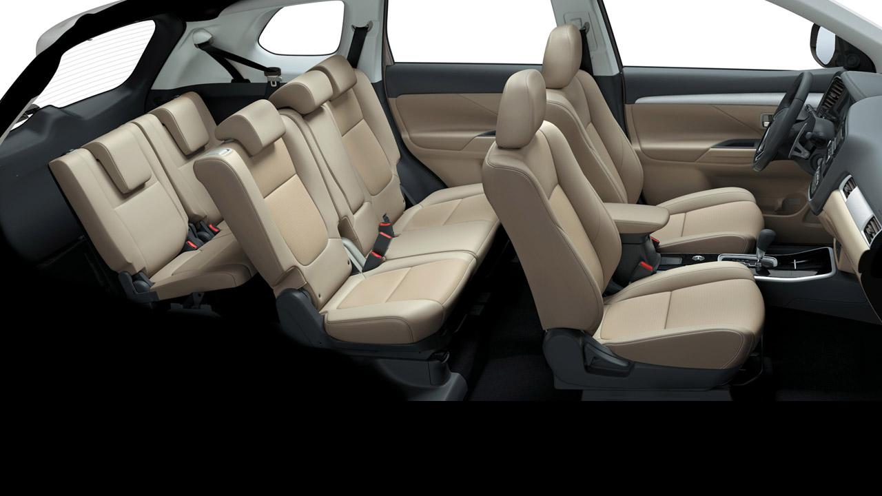 Mitsubishi outlander 2 cầu 7 chỗ 2.4 cvt có nội thất cực kỳ rộng
