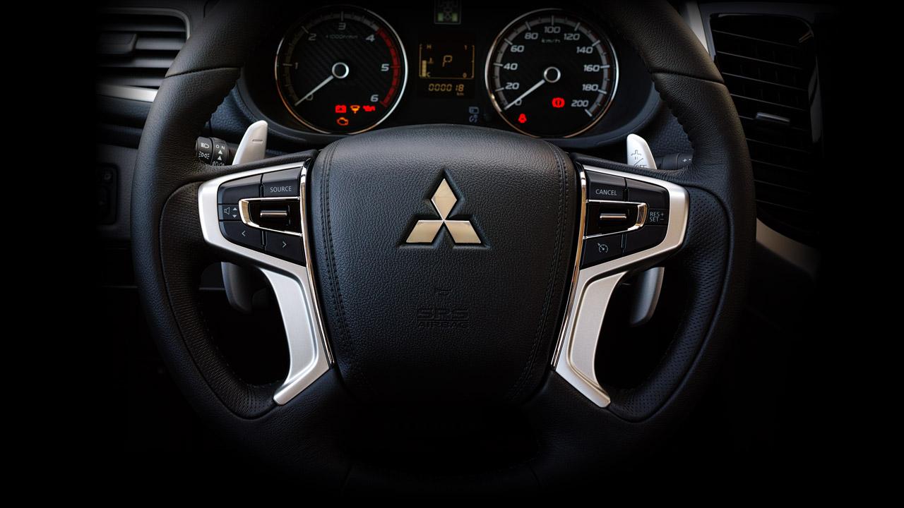 Mitsubishi triton số tự động 2 cầu tích hợp vô lăng vô cùng linh hoạt