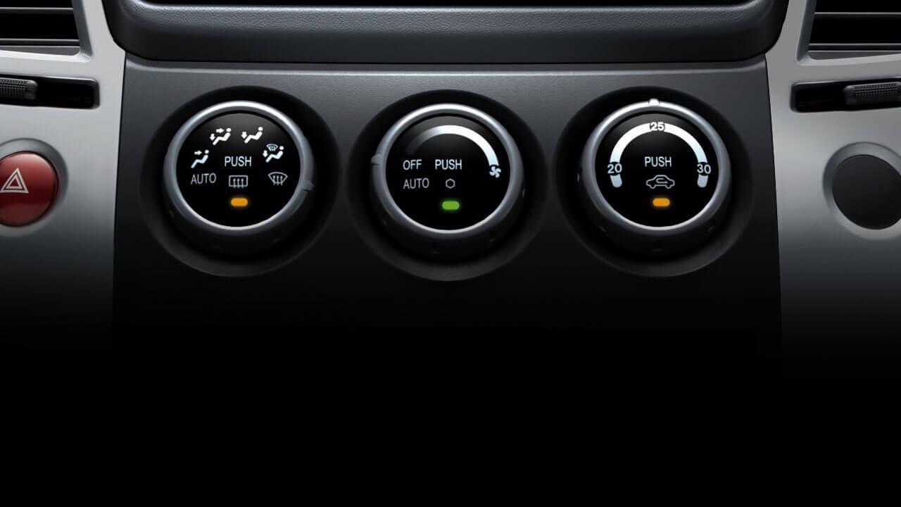 Xe Mitsubishi Pajero Sport máy xăng số tự động có hệ thống điều hòa tự động