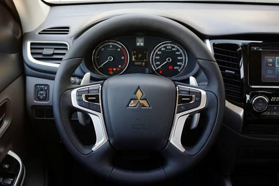 Mitsubishi Triton 2017 MIVEC 1 Cầu vô lăng cá tính