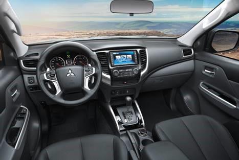 Mitsubishi Triton MIVEC 2 cầu bảng điều khiển phong cách