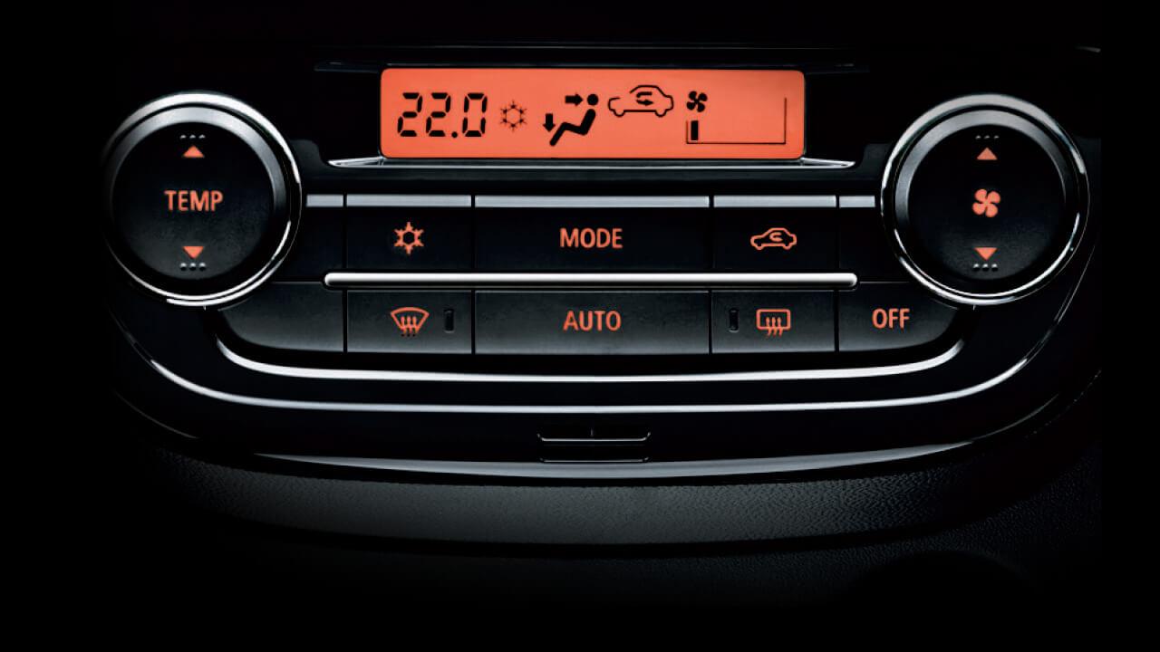 Mitsubishi mirage số tự động tích hợp với hệ thống điều hòa tự động.