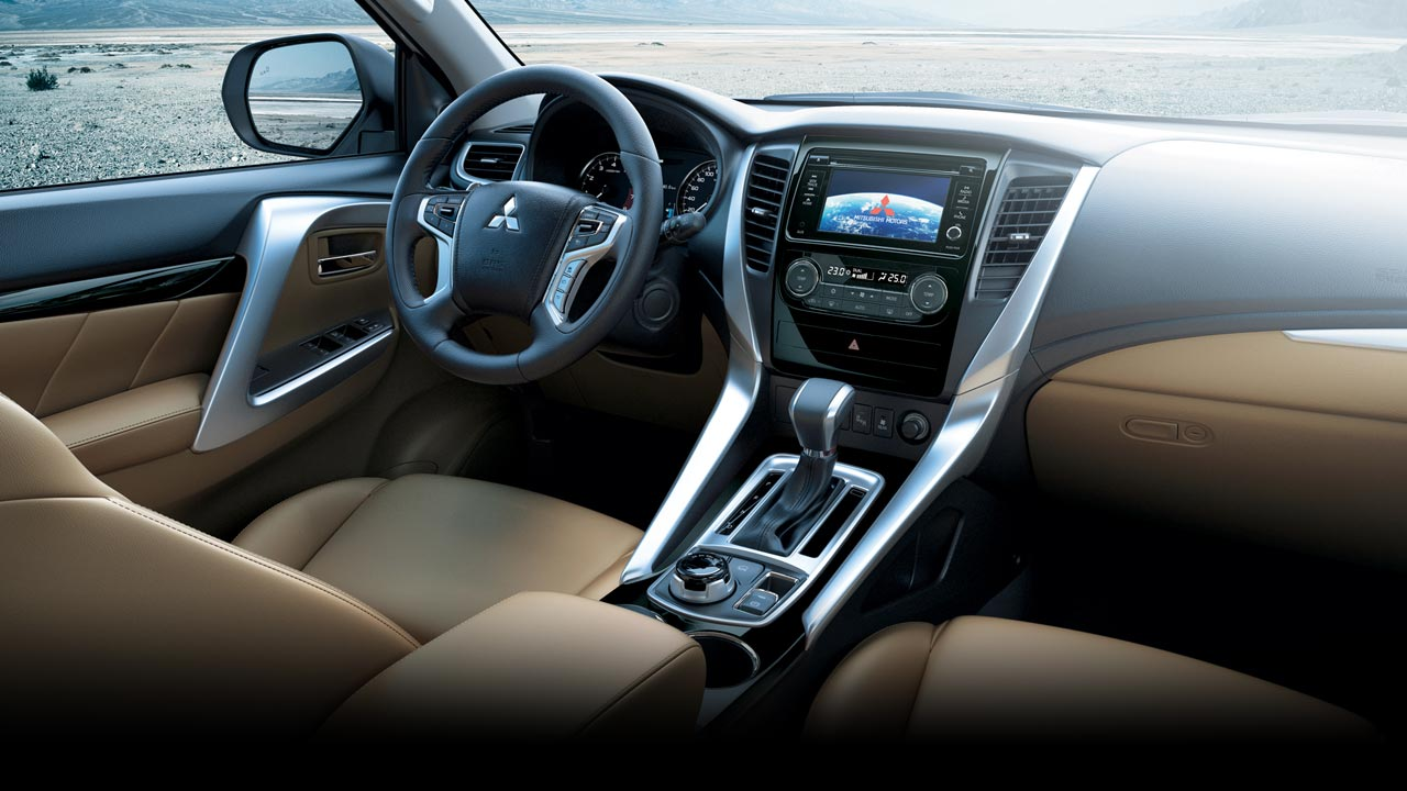 All New Pajero Sport nội thất và bảng điều khiển thiết kế chữ T