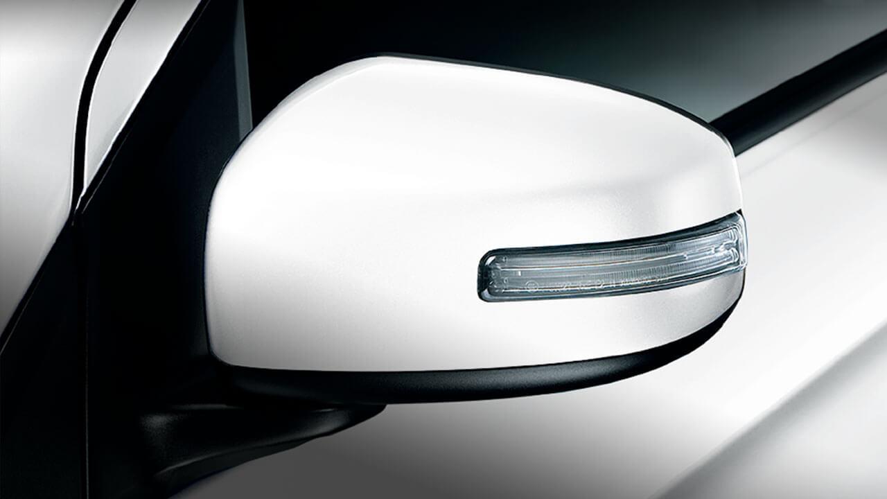 Mitsubishi Attrage 2017 đèn báo rẽ tích hợp trên gương