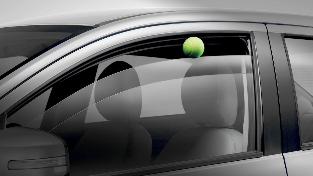 Mitsubishi Attrage 2017 kính cửa chống kẹt