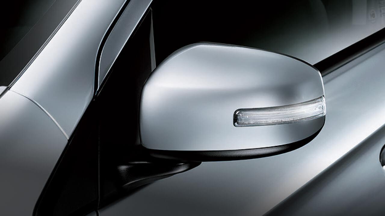 Mitsubishi Mirage 2017 tích hợp đèn báo rẽ trên gương