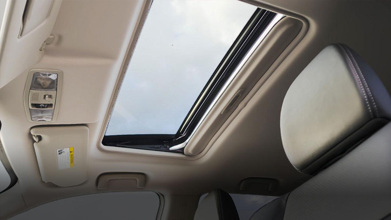 Mitsubishi Outlander 2017 trang bị cửa sổ trời