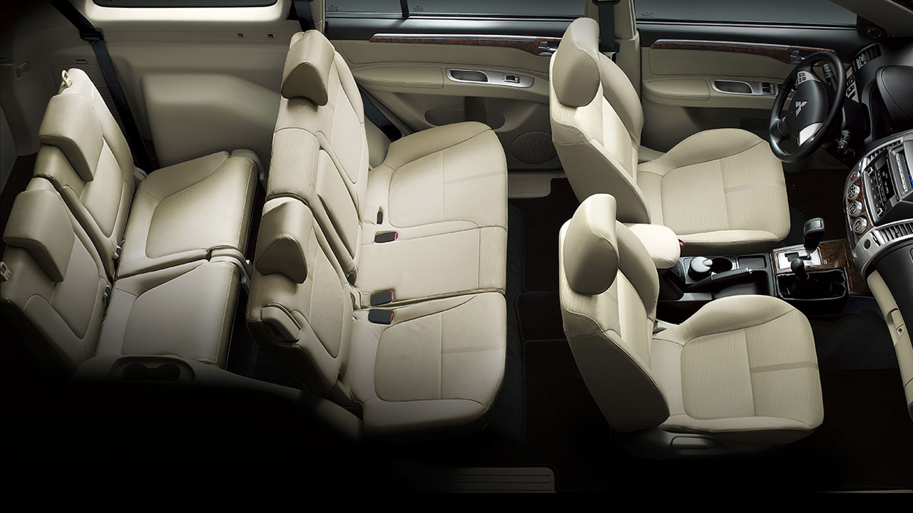 Mitsubishi Pajero Sport nội thất da sang trọng