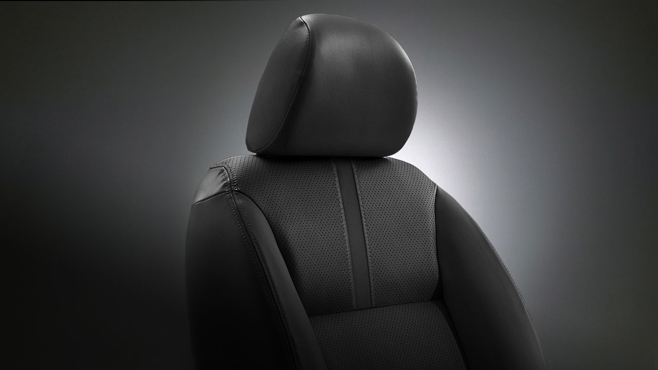 Mitsubishi Pajero Sport trang bị ghế da sang trọng