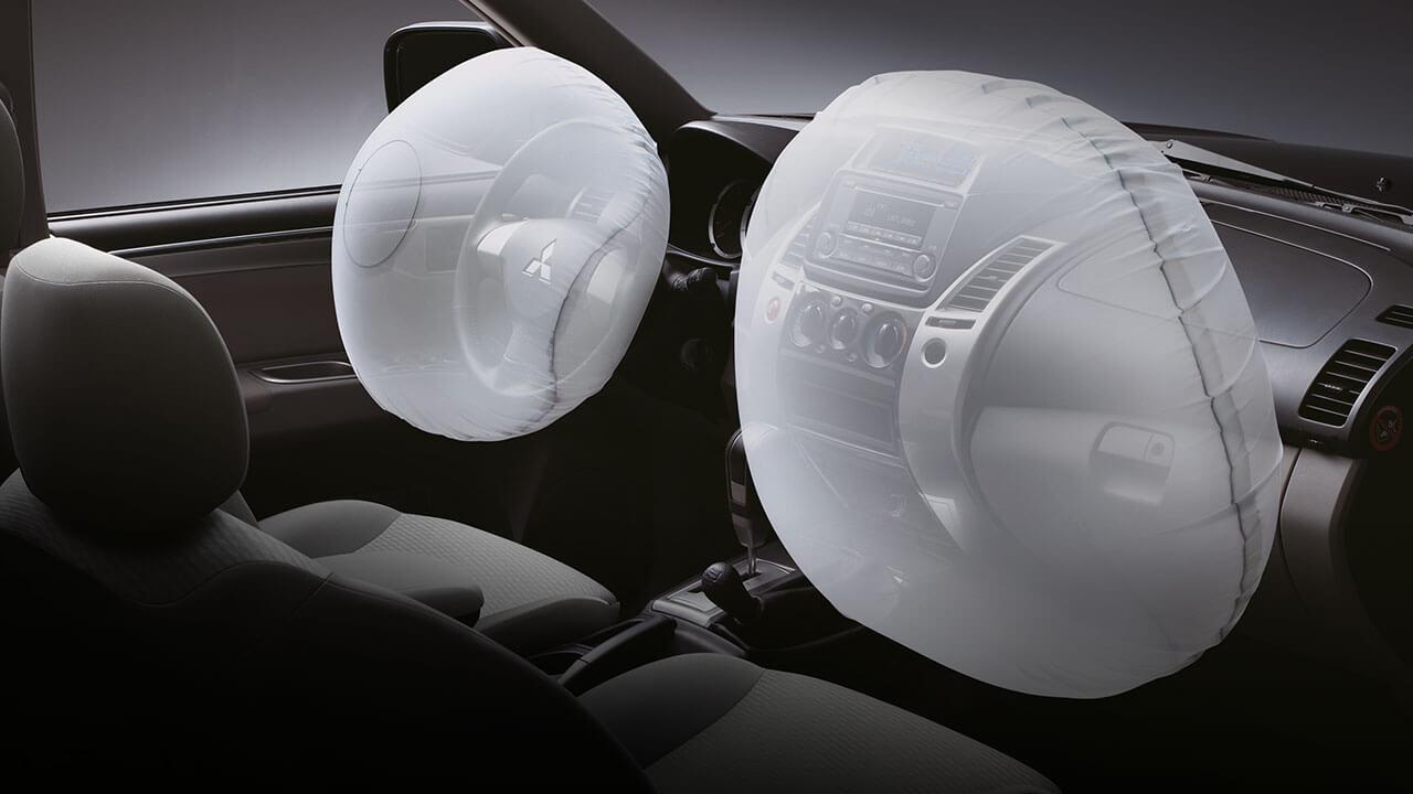 Mitsubishi Pajero Sport trang bị túi khí đôi